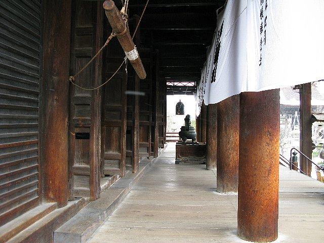 善光寺 神の前の空間