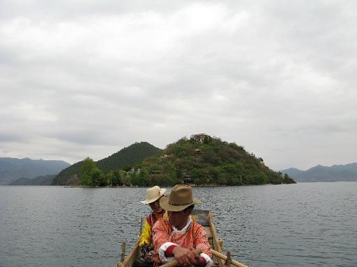 木船で里務比島