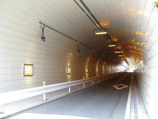 代官坂トンネルはアート空間