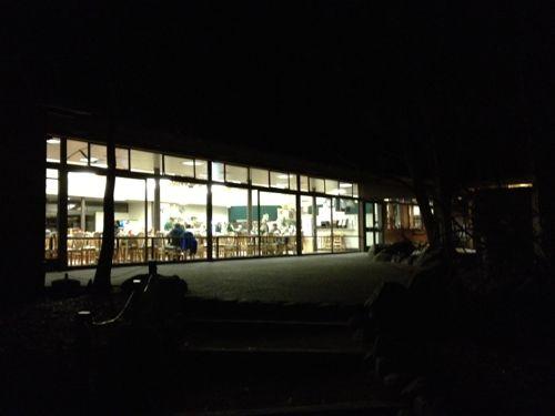 まっくらになったヨセミテ・ロッジ食堂