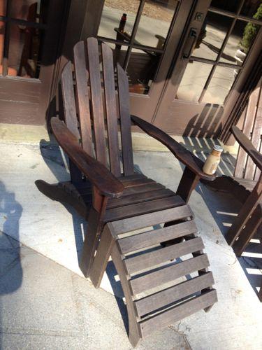 裏庭の椅子とスターバックス