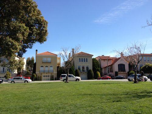 公園の周りの住宅街