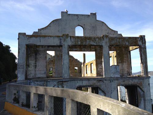 朽ち果てた建物2