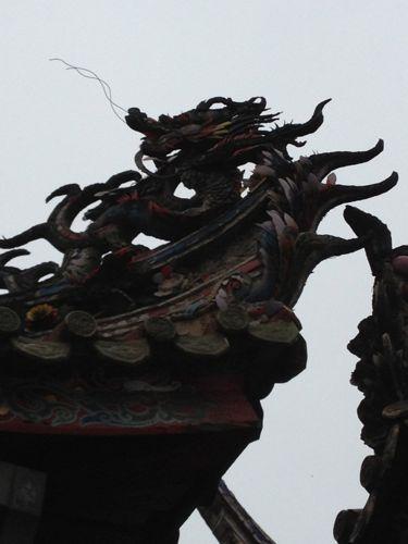 屋根の上の龍