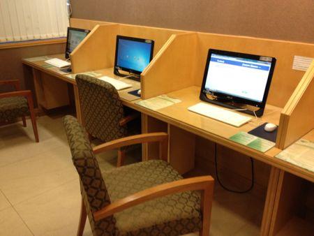 ビジネスコーナーのパソコン