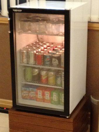 ビジネスコーナーの缶ジュース
