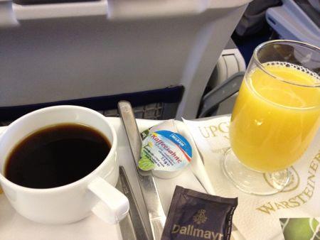 食後にジュースとコーヒー