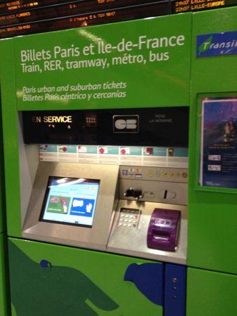 パリ行きの電車自動販売機