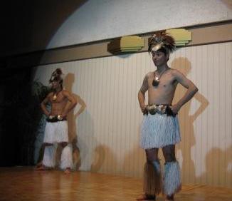 新郎タヒチアンダンス「パハイ」披露
