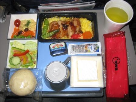 機内夕食1「鶏の照り焼き丼」