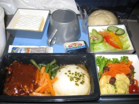 機内夕食2「牛肉のミートローフ」