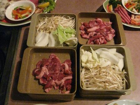 肉と野菜は食べ放題!.