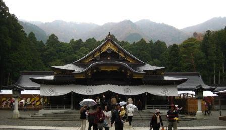 弥彦神社のお社