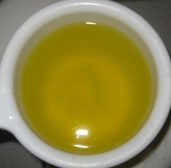 お湯は透明なオレンジ色