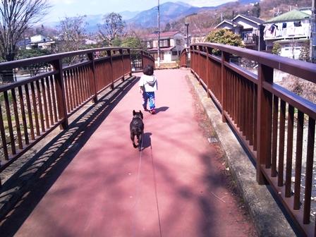 妹と一緒に散歩