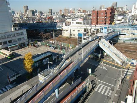 上から見た南千住駅前歩道橋