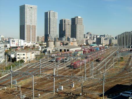 JR貨物隅田川駅と南千住のマンション群