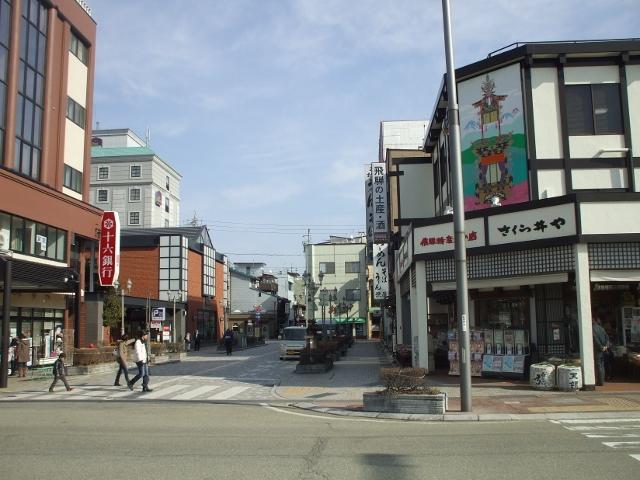 DSCF2588 高山駅前(640x480)
