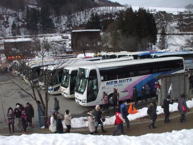 DSCF2646 白川郷のバス(640x480)
