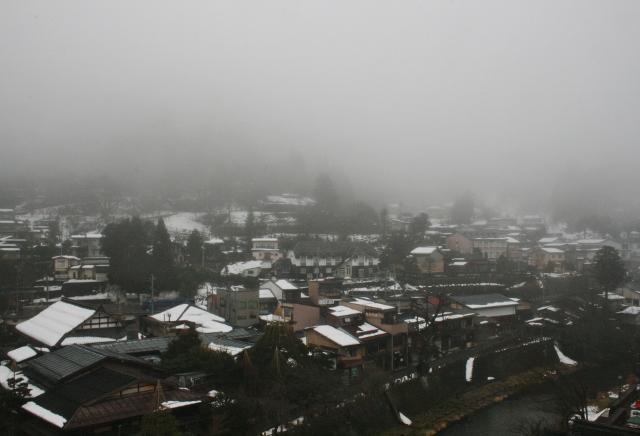IMG_9527 濃霧の高山(640x436)