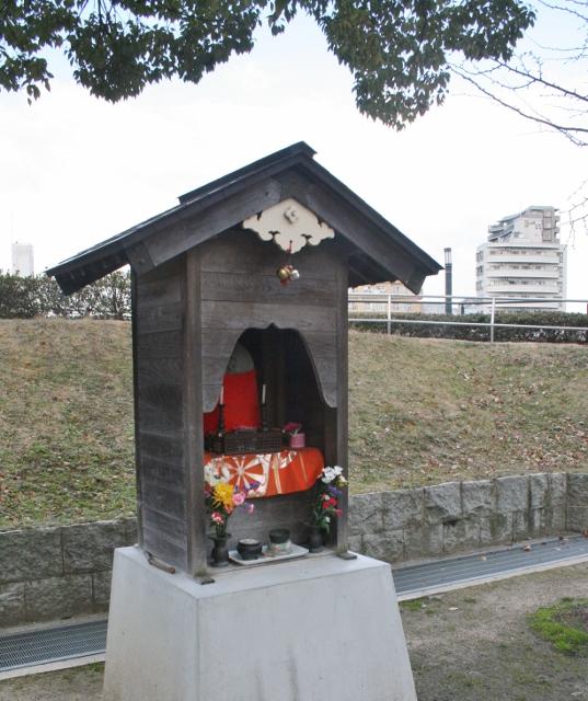 IMG_9634 公園のお地蔵さん  (537x640)