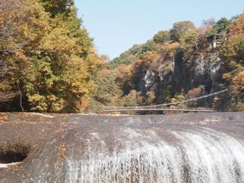 PB051689吹き割れの滝