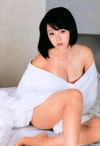 shinozaki_ai_g127.jpg