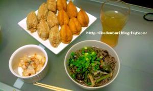 山菜そば、お稲荷さん(しそとしらす・新生姜とゴマ)、パリパリ大根の梅風味浅漬け。