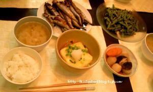 母の味。ししゃも、揚げ出し豆腐、煮物、いんげんの胡麻和え、玉ねぎの味噌汁。