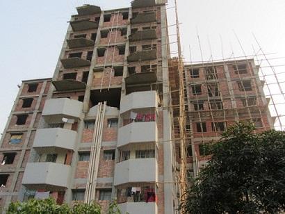 建築途上の高層マンション