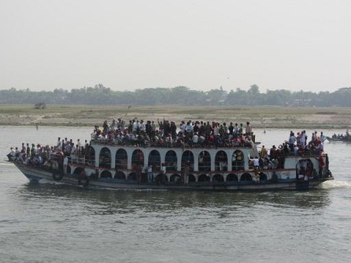 定員オーバーの船
