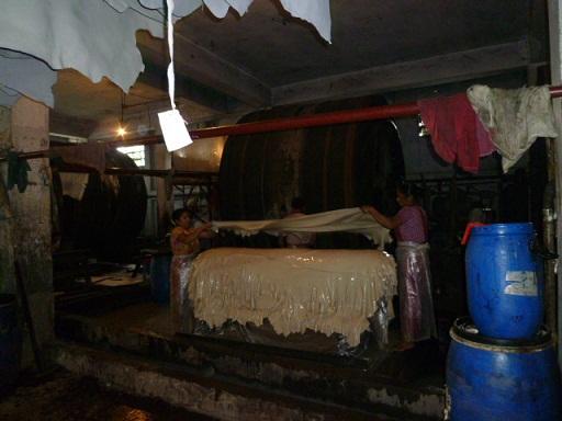 ハザリバーグの牛革加工工場の様子②