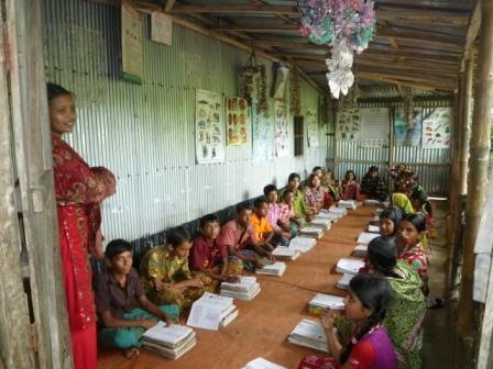 Ananda Schoolの生徒たちと先生