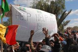 リビア国境沿いで助けを求めるバングラデシュ出稼ぎ労働者