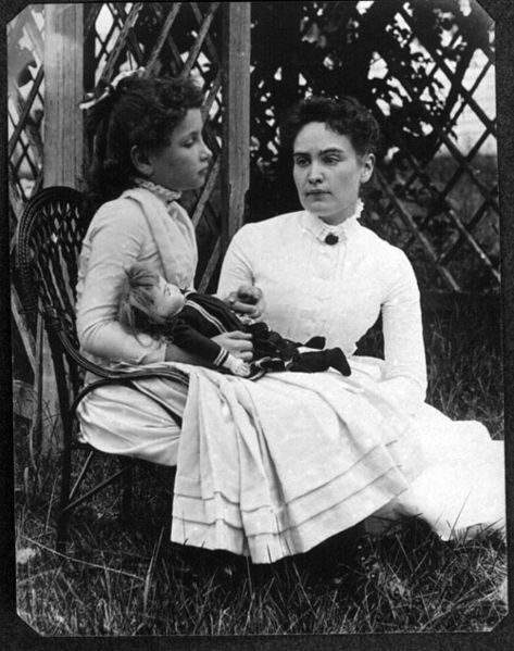 Helen_Keller_with_Anne_Sullivan.jpg