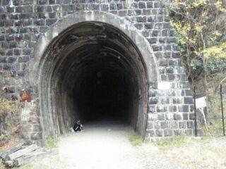 20121206廃線跡ハイク長いトンネル入口