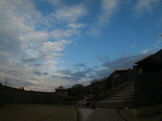 20111221首里城夕空