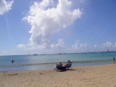 ハナレイ湾のルマハイ・ビーチ