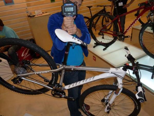 2012-niner-bikes-air9-complete-bike-weight01-600x450.jpg