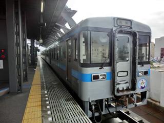 1000系気動車 高知駅にて