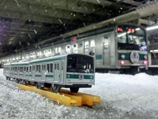 新宿駅停車中のハエ28編成とのコラボ写真②