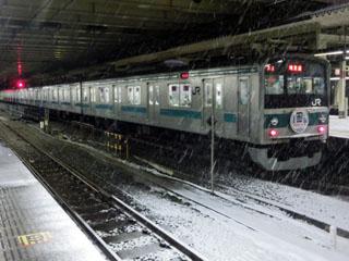新宿駅停車中のハエ28編成
