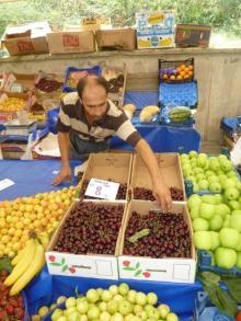 イスタンブール生活のABC-市場でさくらんぼ