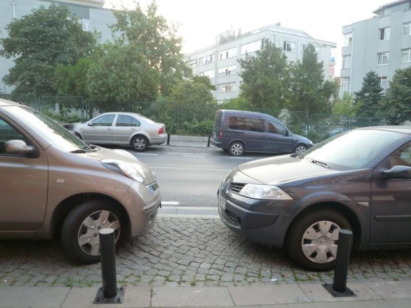 $イスタンブール生活のABC-駐車マナーどうよ!?