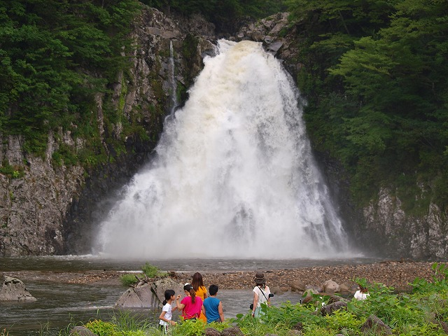 P8165649s-640(秋田県 法体の滝)