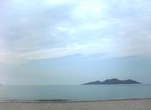 梅雨の晴れ間の海