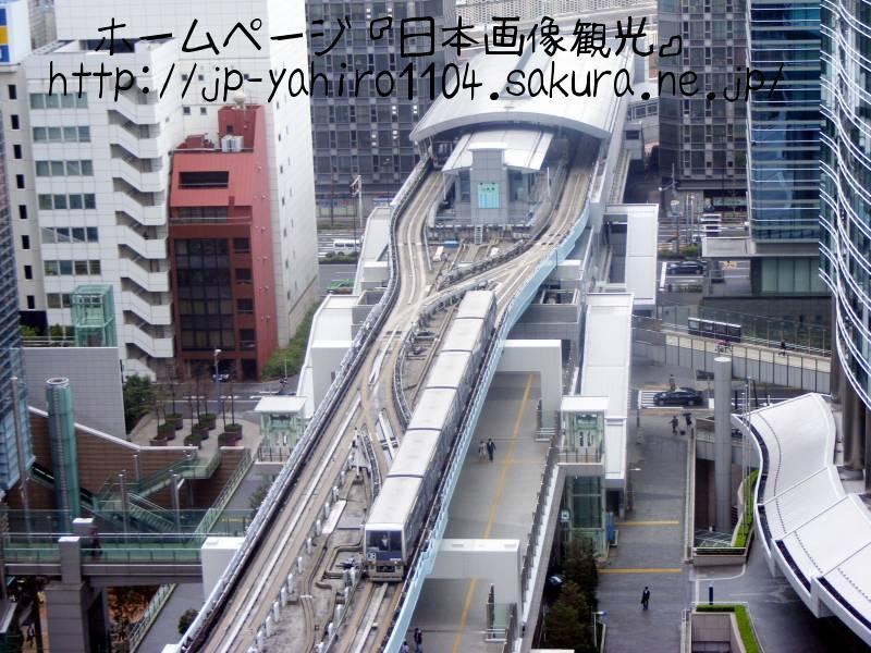 東京・地上14階から見たゆりかもめ新橋駅1