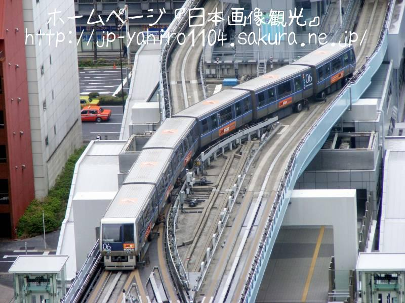 東京・地上14階から見たゆりかもめ新橋駅2