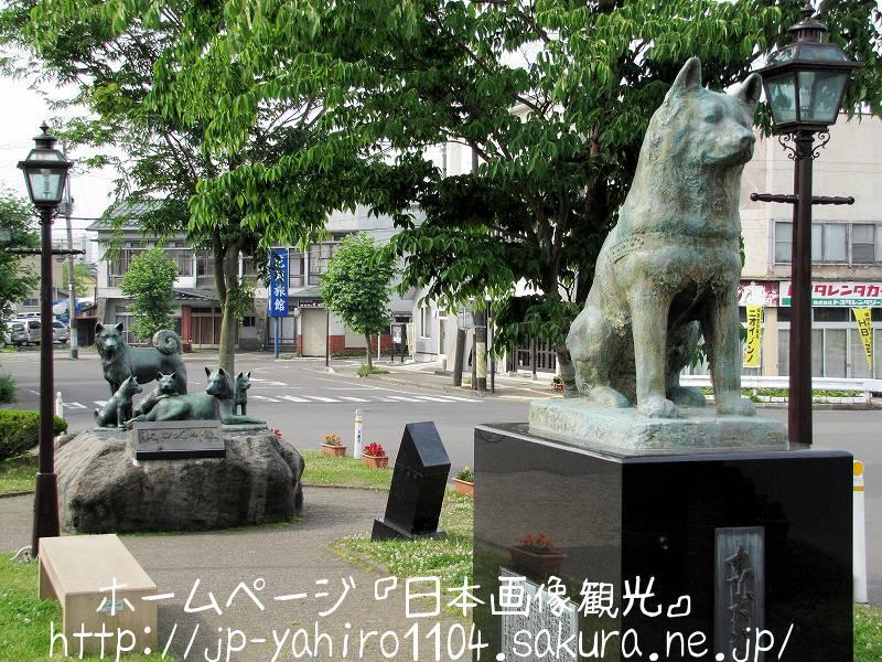 秋田・JR大館駅前の忠犬ハチ公像