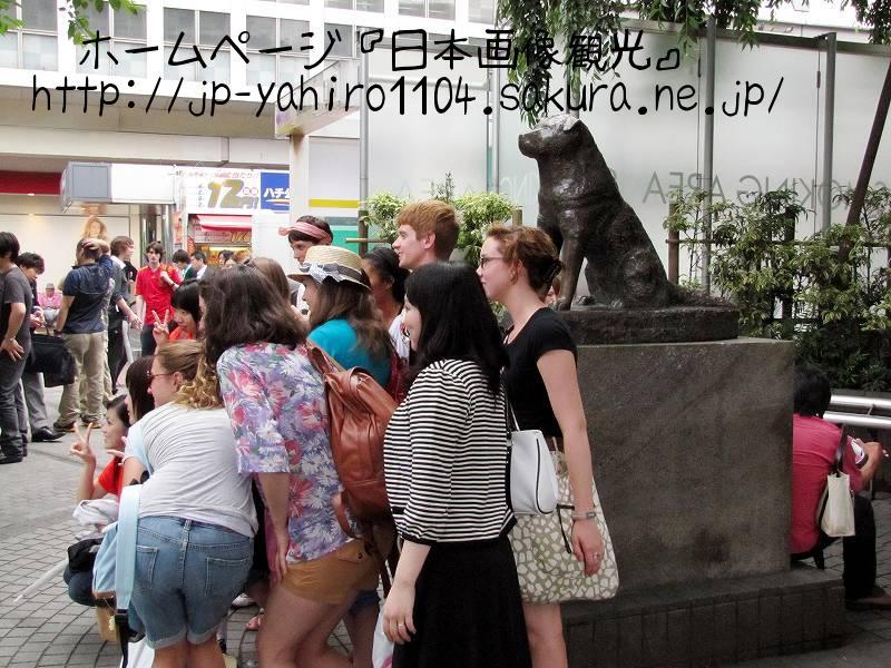 東京・渋谷駅前のハチ公像1